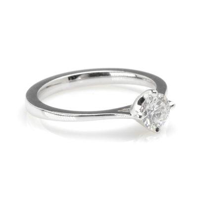 Witgouden solitair diamant 0,55ct schuin
