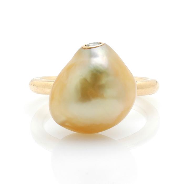 Geelgouden ring Zuidzee parel en groene diamant voor