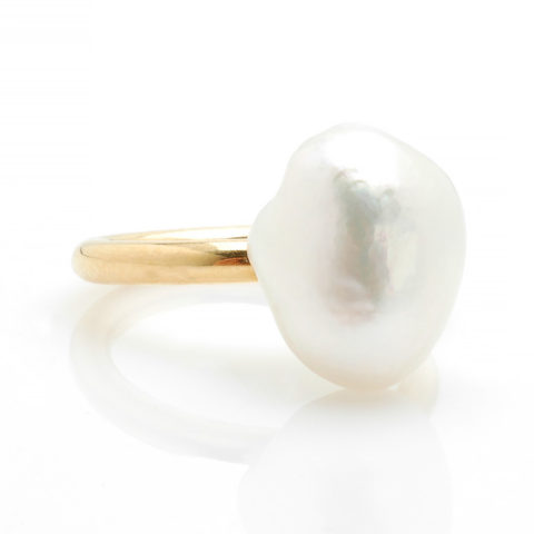 Geelgouden ring Zuidzee parel schuin