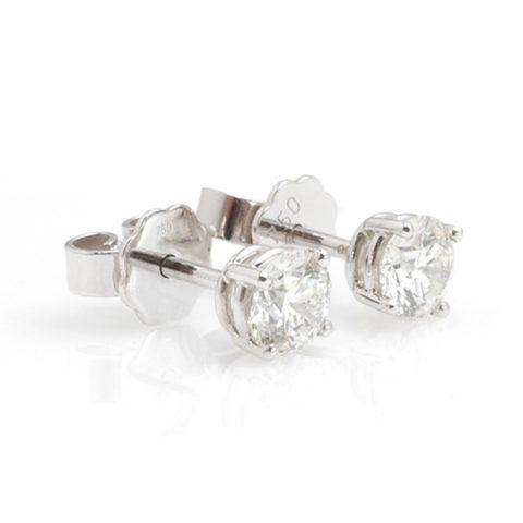 Witgouden solitair oorstekers diamant schuin