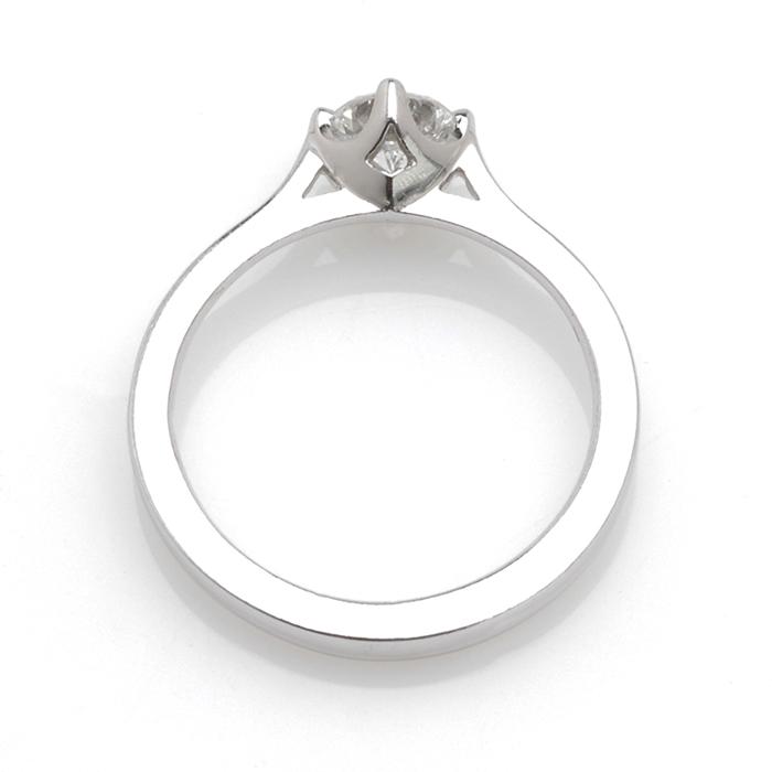 Witgouden solitair diamant 0,55ct boven
