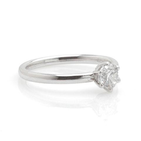 Witgouden solitair diamant 0,53ct schuin