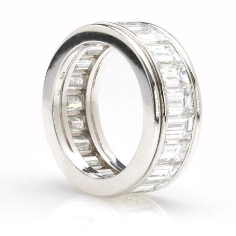 Platina alliance emeraud diamant schuin