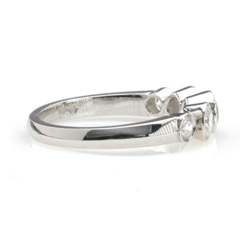 Platina ring met wit en bruine diamanten zij