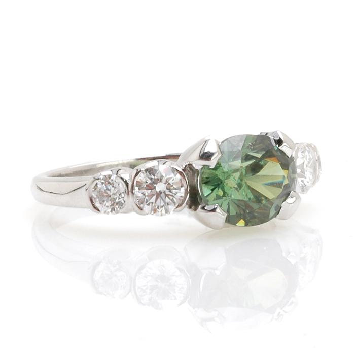 Witgouden ring demantoïd diamant schuin