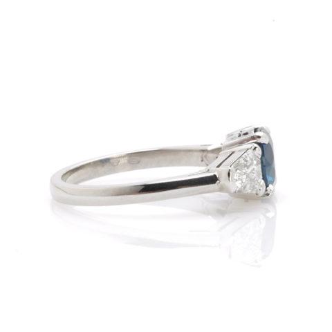 Platina ring saffier diamant zij