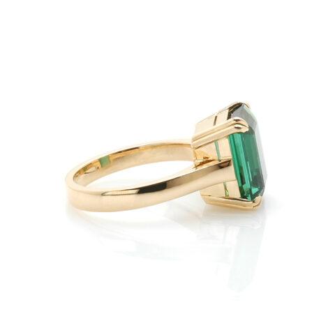 Geelgouden ring groene toermalijn zij